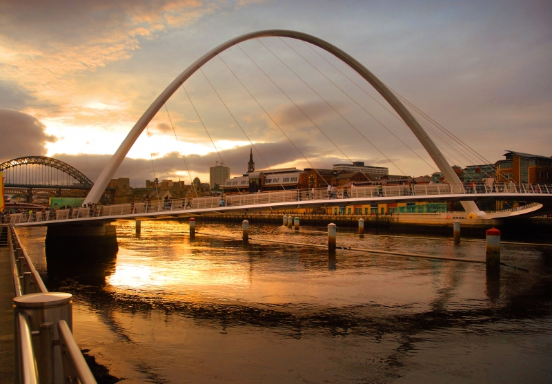 Gateshead Millenium Bridge - Englisch lernen in Newcastle