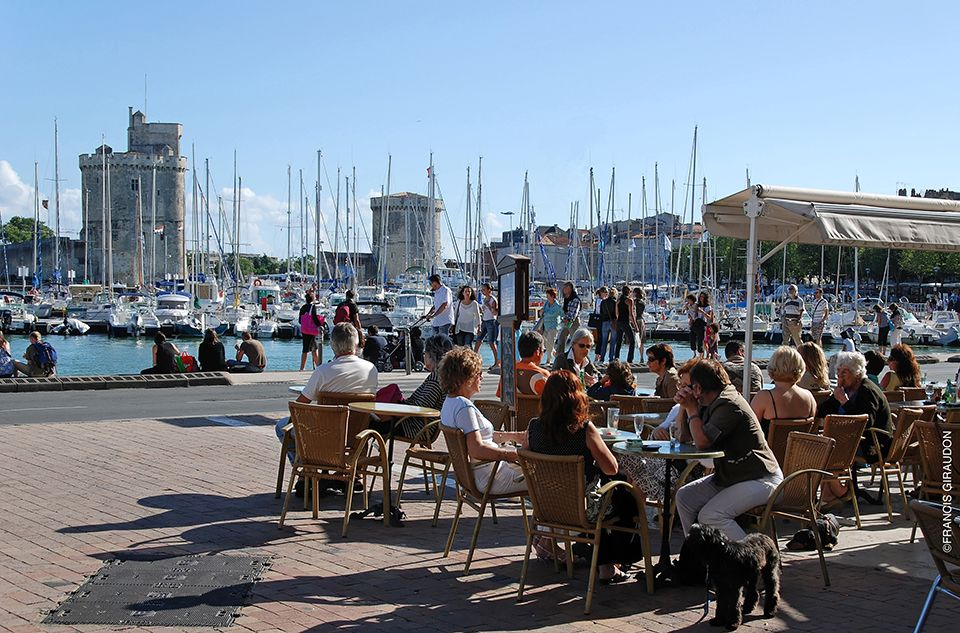 Französischkurse in La Rochelle - Terrasses cafe A Vieux Port Francis Giraudon