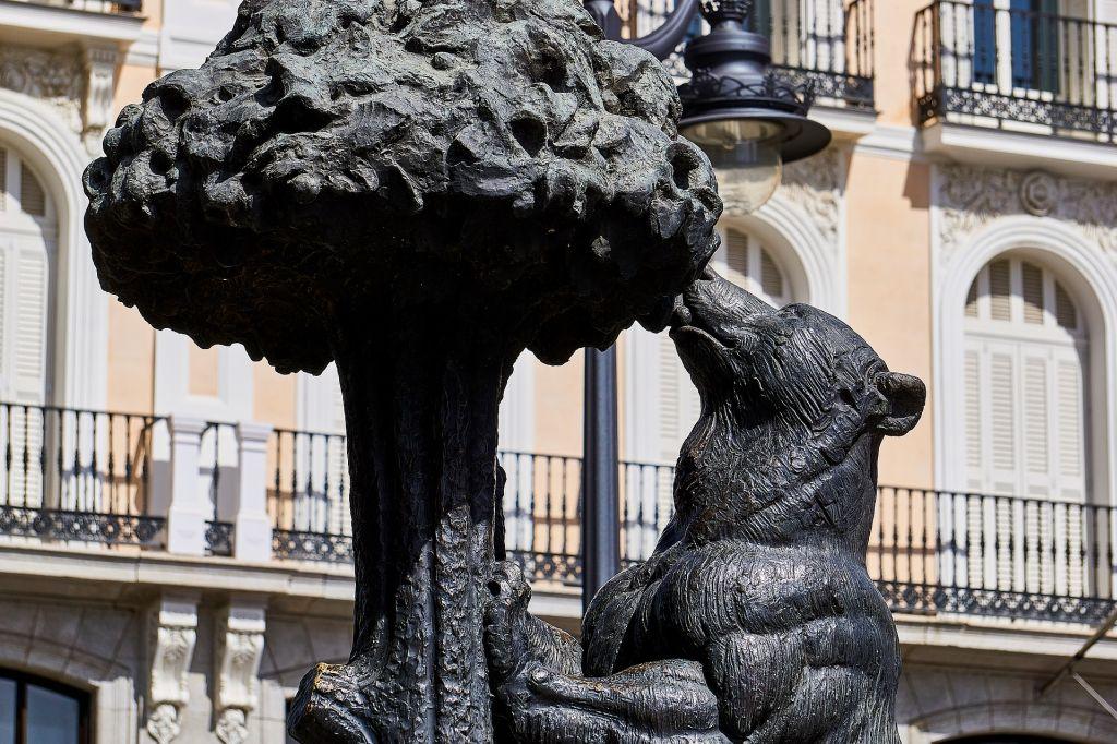 El Oso y el Madroño - der Bär und der Erdbeerbaum