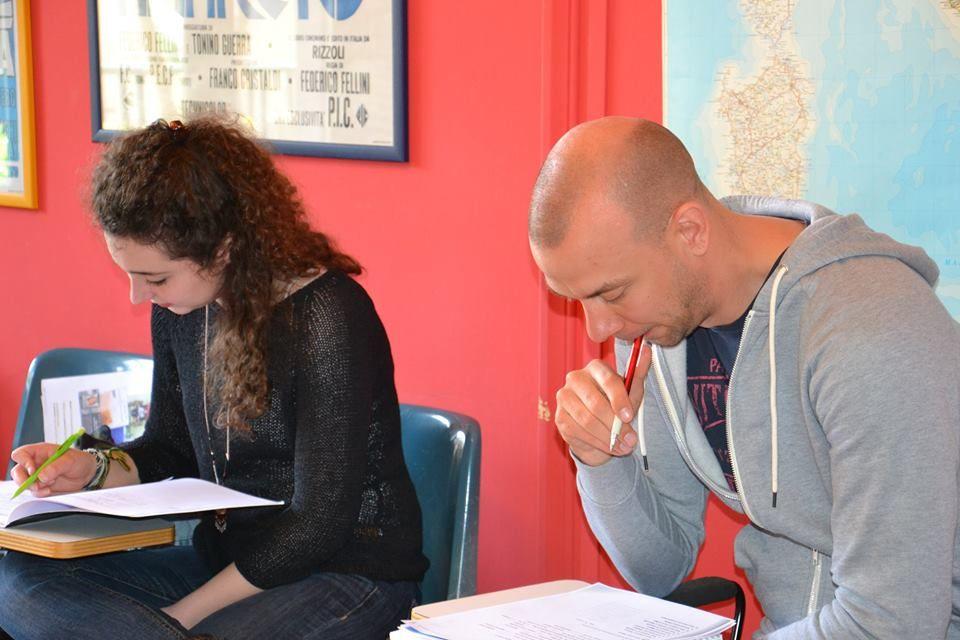 Studenten beim Unterricht in der Sprachschule in Milazzo