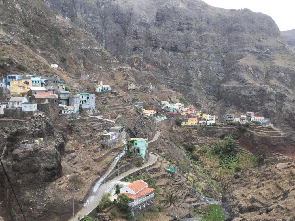 Bergterrassendorf bei Ribeira Grande auf der Nachbarinsel San Antao, Ausflug Portugiesischkurs in Mindelo Cabo Verde