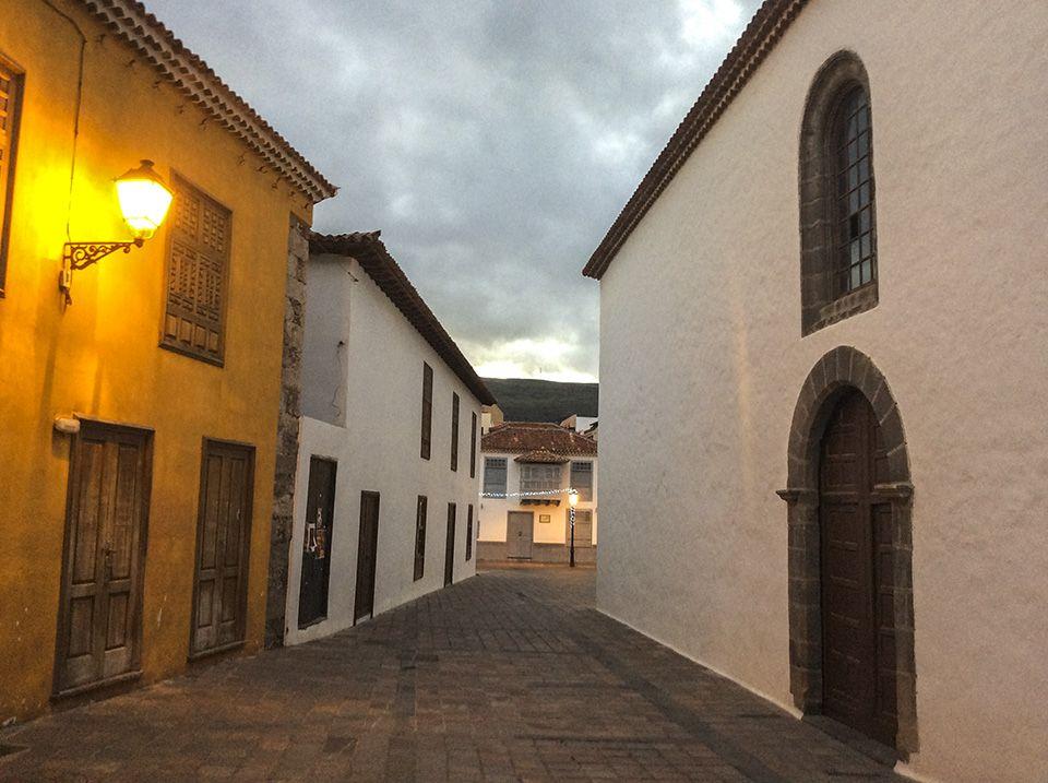 La Gomera - Auf dem Weg ins Valle Gran Rey, Station in der Hauptstadt San Sebastian de La Gomera Spanisch Lernen
