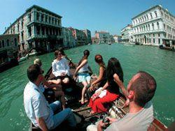 Italienisch Sprachkurse in Venedig mit der Gondel auf dem Canal Grande, Venedig