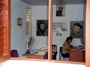 Blick in eine Amtsstube in Baracoa, Ausflug, Weiterreise Spanisch - Sprachreisen Santiago de Cuba